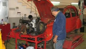 2CV rojo restauración y reparación a medida